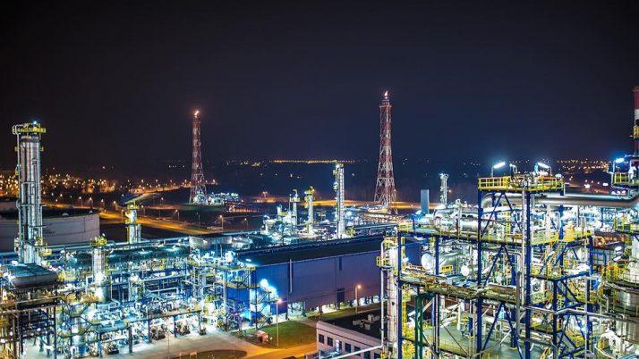 Przetarg w KPRM na usługi prawnicze związane z konsolidacją spółek z branży paliwowej